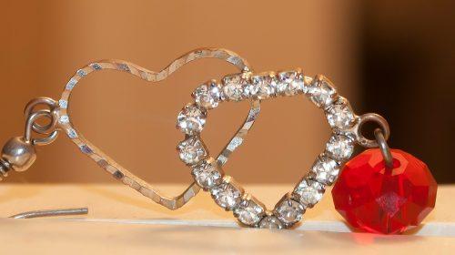 הטרנד החם ביותר בעולם התכשיטים – טבעות נישואין משובצות